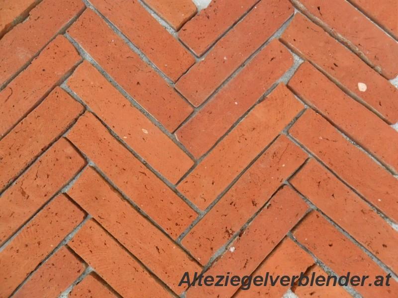 Bodenziegel aus geschnittene alte Ziegel