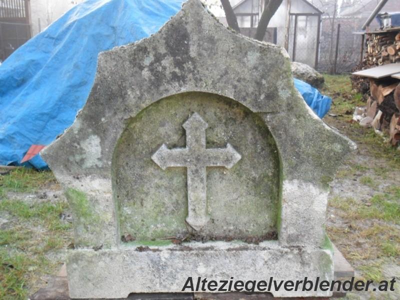 Sandstein mit Kreuz
